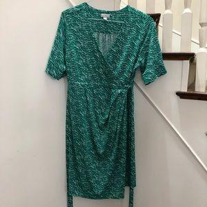Green Pea In The Pod maternity wrap dress